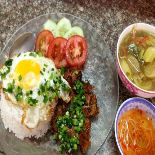 TOP FOOD YOU SHOULD TRY WHEN TRAVELING TO VIETNAM