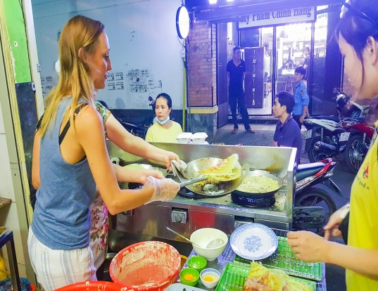 Ho Chi Minh: Private Street Food Night Walking Tour